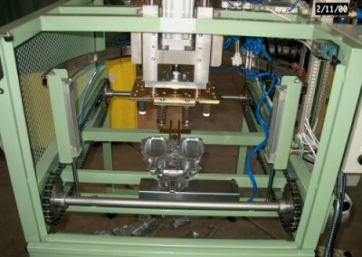 Olamovací stroj na Al odlitky