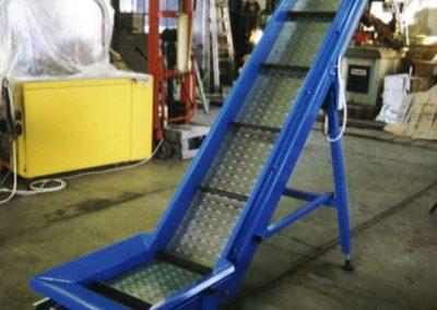 Dvakrát zalomený elevátor s destičkovým ocelovým pásem a unašeči